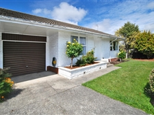Spacious 2-3 Bedroom Townhouse in a Great Location