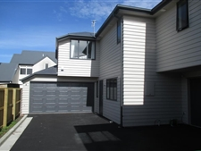 Executive Townhouse In Great Location