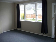 Tidy 2 Bedroom Unit Walking Distance to Town!